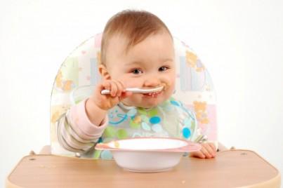Mẹ lựa chọn dầu ăn nào cho bé ăn dặm?