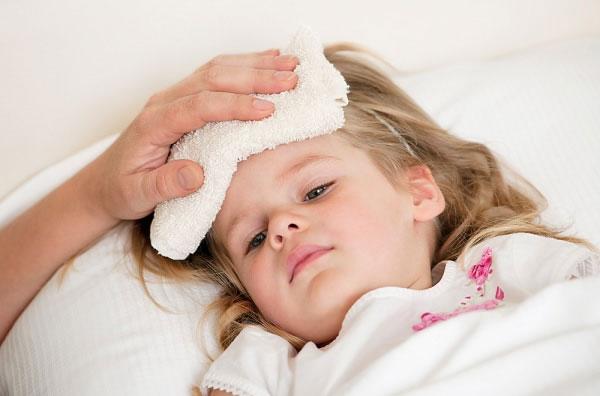 Dấu hiệu viêm họng cấp cha mẹ nên chú ý