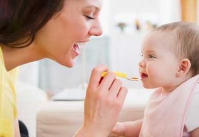 Thực đơn ăn dặm cho bé 4 tháng tuổi