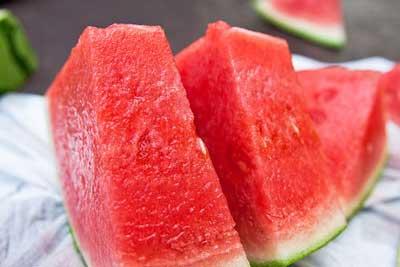 Thực phẩm bổ sung dinh dưỡng cho bé: hoa quả mùa hè