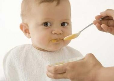 7 lỗi mẹ hay mắc trong dinh dưỡng cho bé dưới 1 tuổi