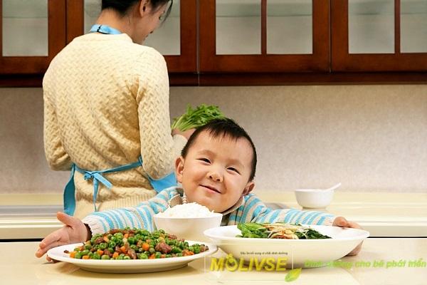 Những điều bà mẹ cần biết khi cho bé ăn dặm